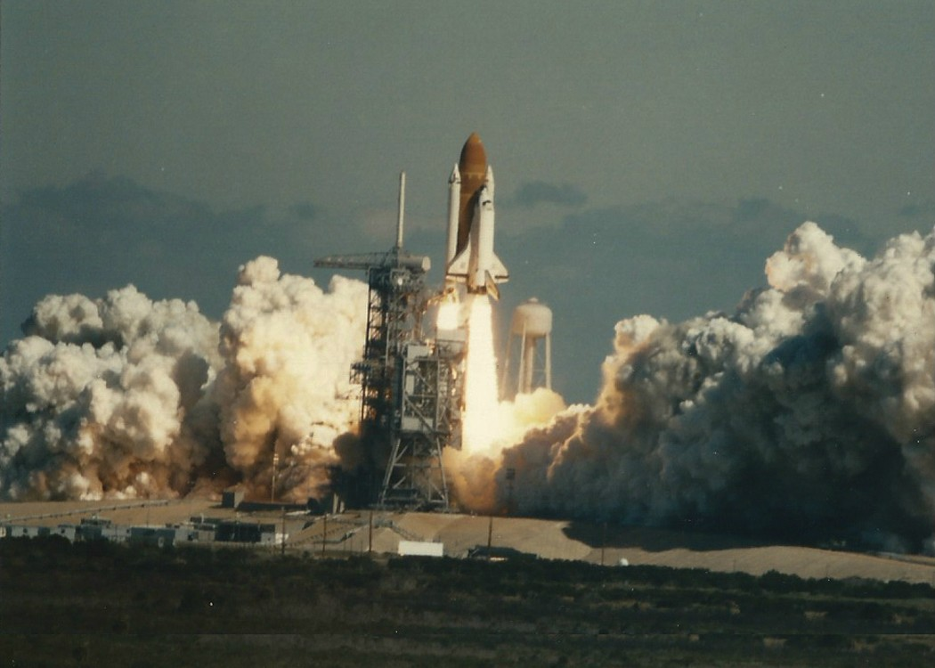 Incredible-Pictures-of-a-Space-Shuttle-Challenger-Disaster-From-1986-5