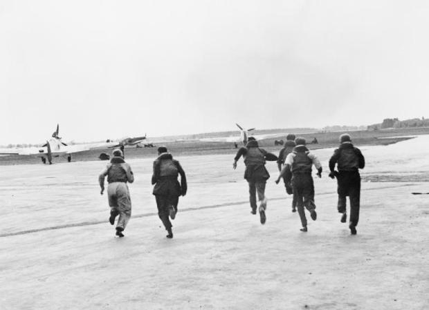 RAF pilots scrambling upon receiving reports of inbound Luftwaffe bomber aircraft.