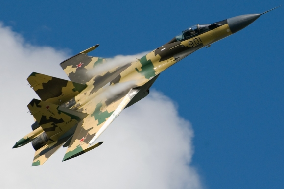 An Su-35 in flight with Russian markings. Photograph copyright: Aleksander Markin, 2009.