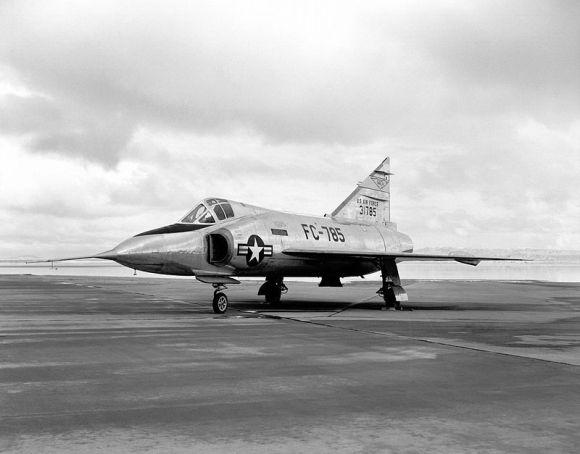 Convair_YF-102_on_ramp_E-1563