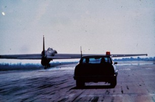 A USAF El Camino chasing down a recovering U-2. (Author unknown)