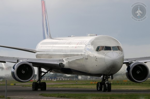 A Delta Air Lines Boeing 767 at Heathrow Airport (LHR). Photograph by Alan Kenny. (www.alankennyphotography.com)