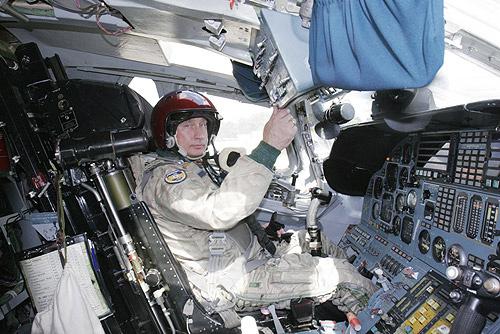 Vladimir_Putin_Cockpit_TU-160_Bomber.jpg