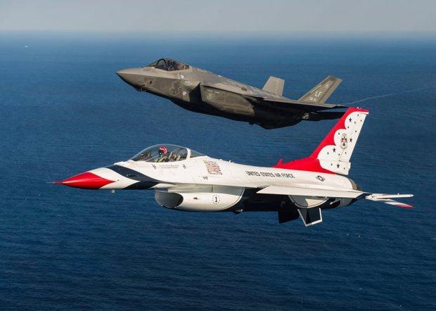 F-16-Thunderbirds-F-35
