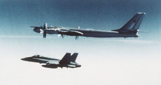 canadian_cf-18_hornet_escorts_soviet_tupolev_tu-95_in_1987