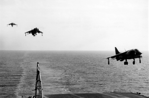 av-8as_vma-231_approaching_uss_fd_roosevelt_cv-42_1977